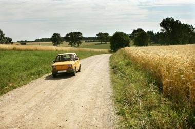 ES Lietuvai padės išasfaltuoti 165 km žvyrkelių