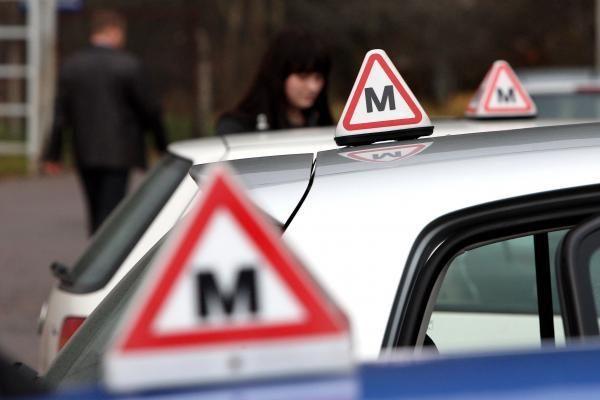 Vairavimo egzaminą turėtų perlaikyti tik du kartus prasižengusieji