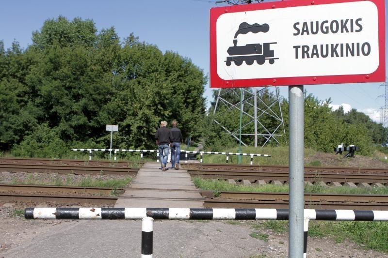 Vilkaviškio rajone 50-metė moteris palindo po traukiniu