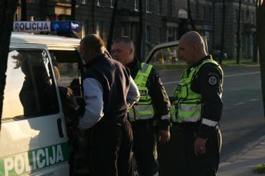 Neblaivus vyras pasipriešino sostinės pareigūnams, sužalojo patrulę