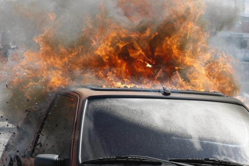 Šiauliuose degė trys automobiliai, įtariamas padegimas