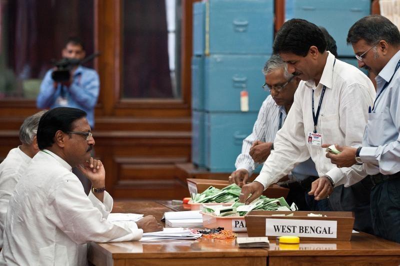 Indijos prezidentu išrinktas derybininkas veteranas P.Mukherjee