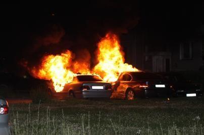 Vilniuje padegti du automobiliai