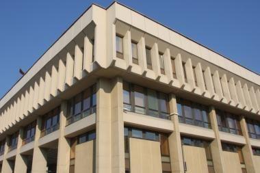 Seimas nori mažinti algas būsimiems parlamentarams