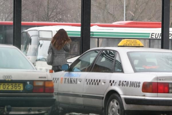 Teisingumo ministerijos valdininkai persės į taksi ir nuomotus automobilius