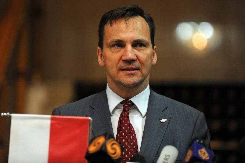 """R.Sikorskis žada didesnę paramą laikraščiui """"Kurier Wilenski"""""""