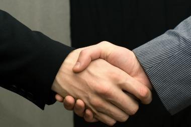 """""""Swedbank"""" ir """"Sportland International Group"""" pasirašė restruktūrizavimo sutartį"""