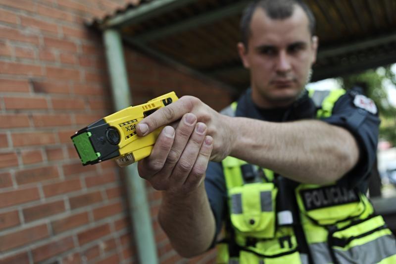 Susisprogdinti grasinusį marijampolietį policija tramdė elektrošoku