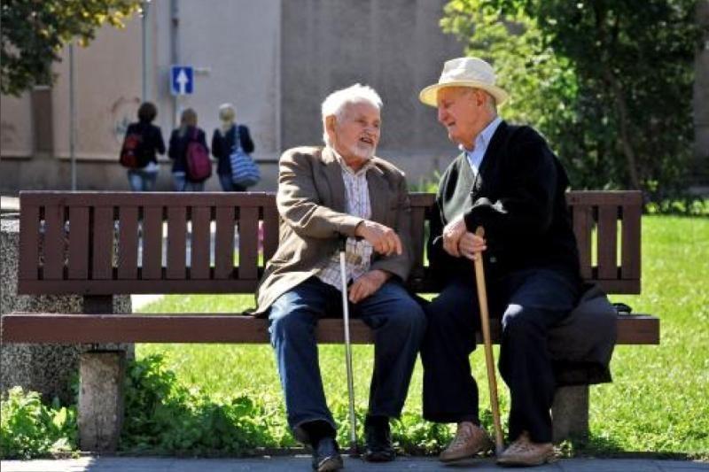 Seimas nuo rugsėjo leido neberiboti valstybinių pensijų dirbantiesiems