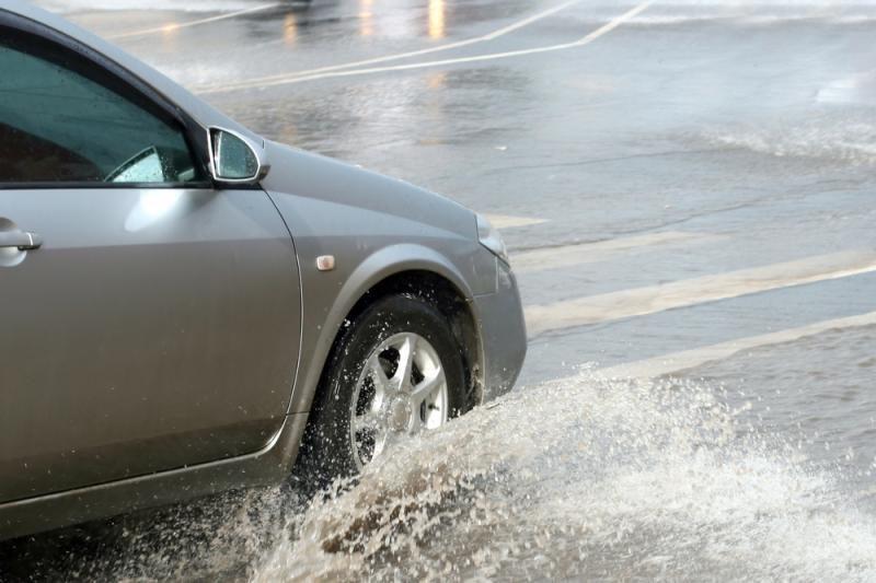 Eismo sąlygas naktį gali apsunkinti lietus