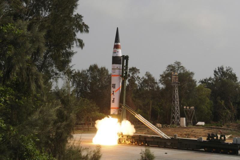 Indija išbandė tolimojo nuotolio balistinę raketą