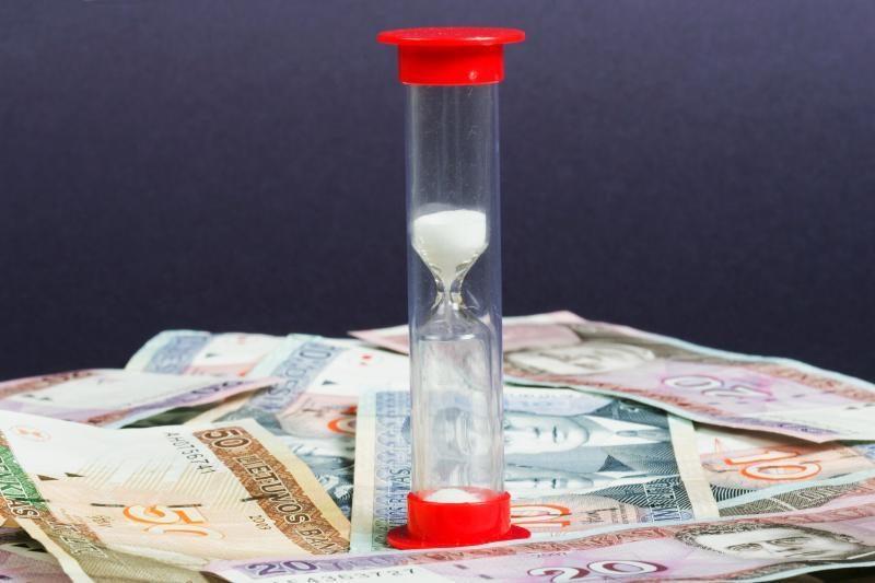 Su darbuotojais savivaldybė atsiskaitys skolintais pinigais