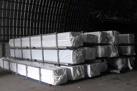 Muitininkai sulaikė beveik 19 tonų medžiagų langams gaminti