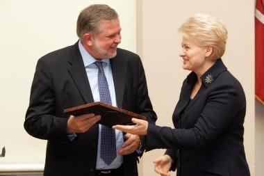 Prezidentė įteikė apdovanojimus pažangiausioms žinių ekonomikos įmonėms
