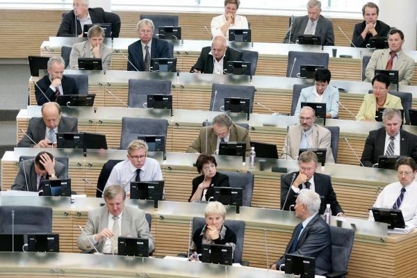 Seimas sušvelnino valstybę apgaudinėjusių motinų atsakomybę