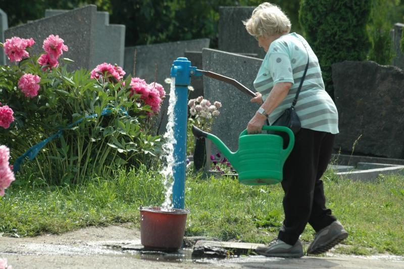 Klaipėdos valdžia ėmėsi spręsti problemas Lėbartų kapinėse