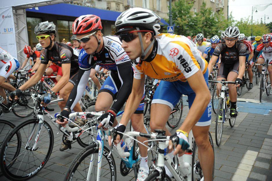 """Yla iš maišo: L. Armstrongas paskatino kalbas apie """"nešvarų"""" sportą"""