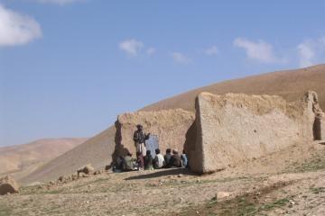 """Afganistano Goro provincijoje veiks """"daraktorinės"""" mokyklos"""