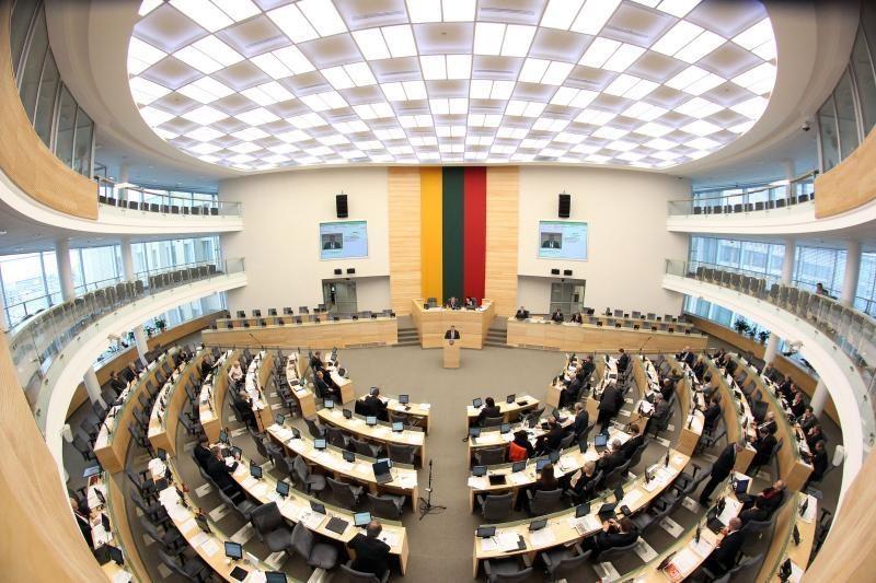 Suvėlęs projektą dėl partijų finansų Seimas stabdo jo priėmimą