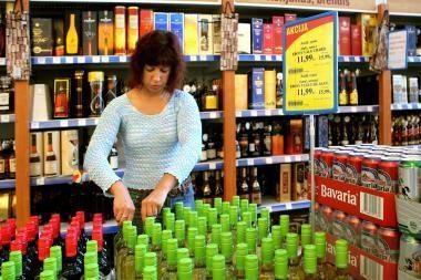 Didesni akcizai alkoholiui sumažino pardavimus