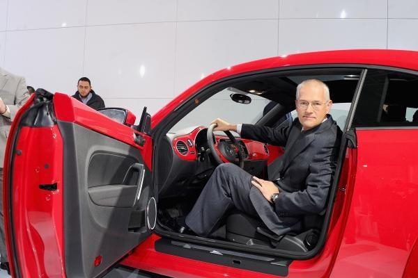 Kovą naujų automobilių pardavimas sumažėjo