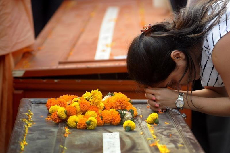 Indijoje autobusui nukritus į tarpeklį žuvo 39 žmonės