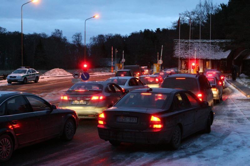 Dėl slidaus kelio Neringoje – trijų rusų avarija