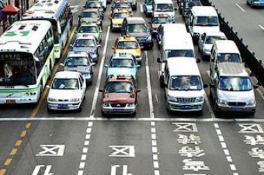 Kinijoje sausį parduota dvigubai daugiau automobilių