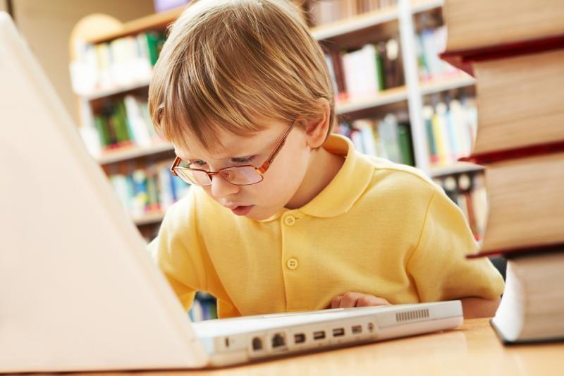 Vaikams artimesni tampa elektroniniai draugai