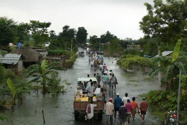 Indijoje nuo potvynių nukentėjo šimtai tūkstančių žmonių