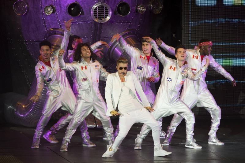 J. Bieberis dėkojo savo gerbėjams už palaikymą po koncerto Londone