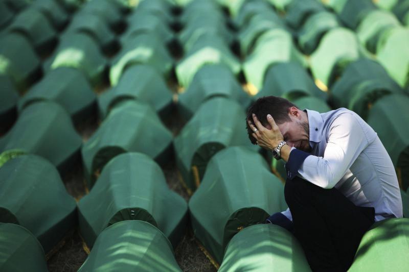 Bosniai laidoja 520 Srebrenicos genocido aukų