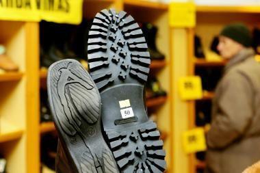Plėšikai atėmė net batus