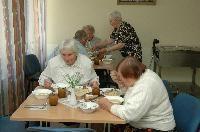 Visuomenė raginama padėti vienišiems seneliams