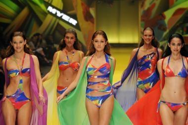 Maudymosi kostiumėliai: frako modelio ar bikinis?