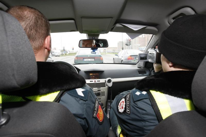 Neblaivus vairuotojas Klaipėdos rajone bandė papirkti nepaperkamąjį