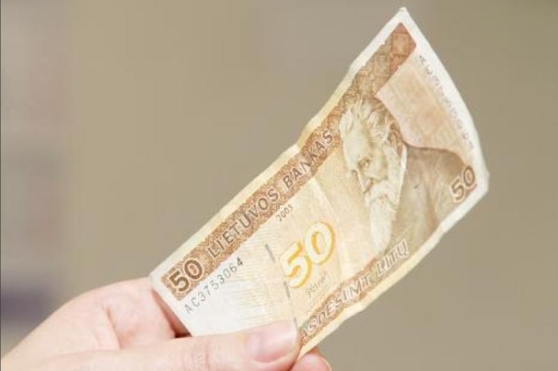 FNTT pareigūnu apsimetęs sukčius iš varėniškės pavogė 8 tūkst. litų