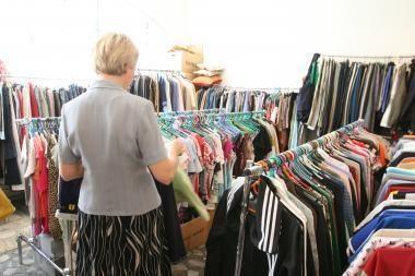 Į Lietuvą atkeliauja pigūs, bet nedėvėti drabužiai