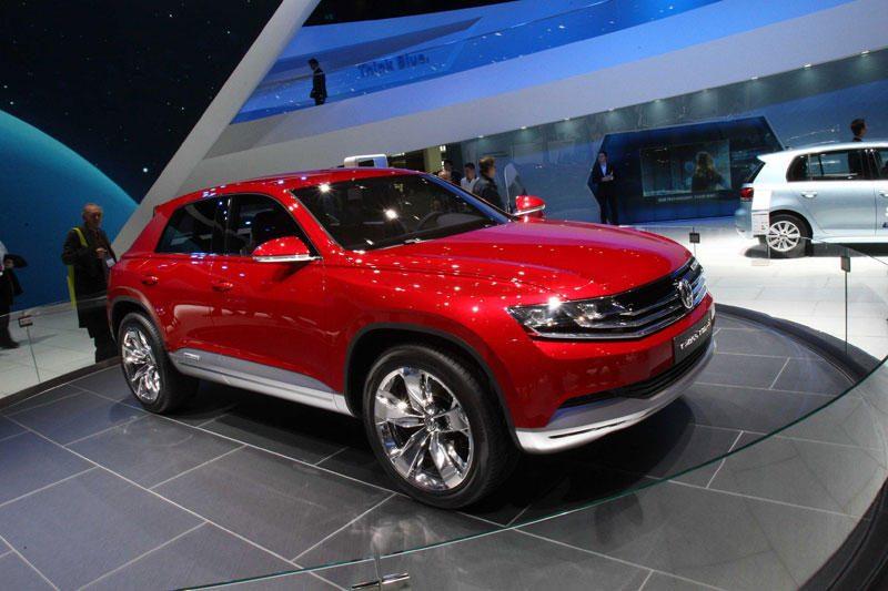 Kovą tęsėsi Lietuvos naujų automobilių rinkos smukimas
