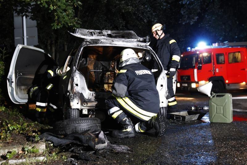 80 automobilių padegęs vokietis kalės 7 metus