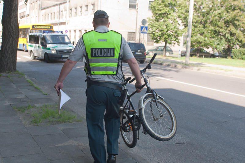 Vilniuje partrenktas mažametis dviratininkas