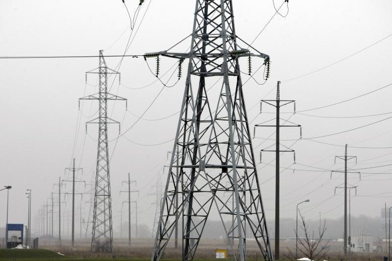 Įmonės, nepasirinkusios nepriklausomo elektros tiekėjo, mokės brangiau
