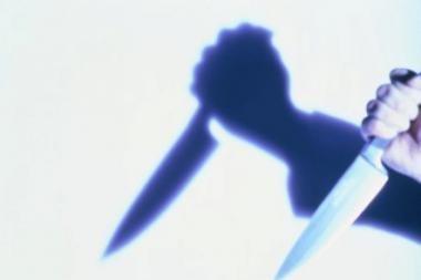 Neblaivus anūkas peiliu į nugarą sužalojo senelį