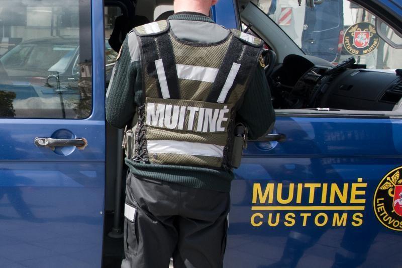 Klaipėdoje sulaikyta 16 kg mašinų katalizatorių laužo kontrabandos