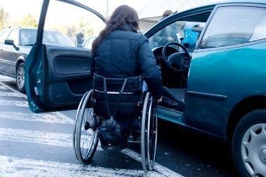 """Kas gali naudoti skiriamąjį ženklą """"Neįgalusis""""?"""