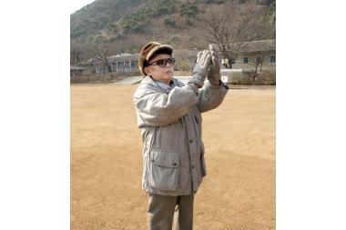 Kim Jong Ilas demonstruoja, kad yra sveikas