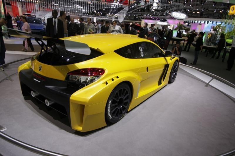 """""""Renault"""" ir """"Caterham group"""" kartu gamins sportinius automobilius"""