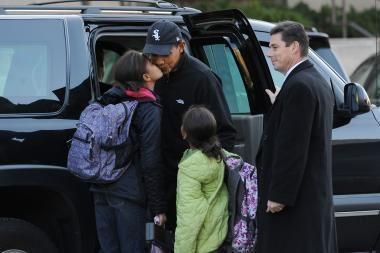 Obamos mergaitėms - pirmoji diena naujoje mokykloje