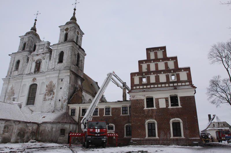 Draudikai Tytuvėnų vienuolynui teigia išmokėję 2,2 mln. litų