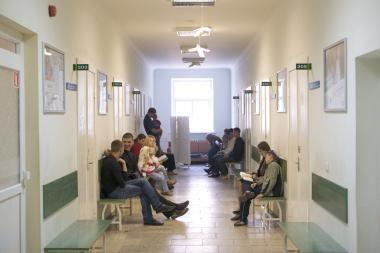 Sostinės poliklinikas apgulė moksleiviai